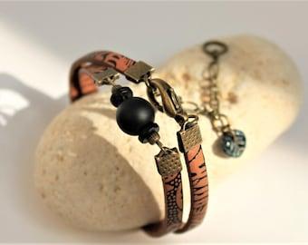 Bracelet 2 tours en cuir marron et noir tribal, perles et breloques bronze
