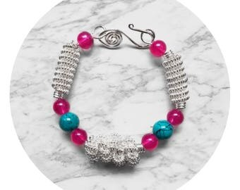 Coiled wire bracelet with blue and pink beaded. Copper silver plated.