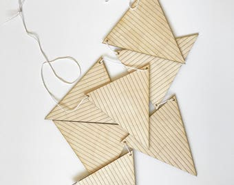 wood triangle banner - stripe