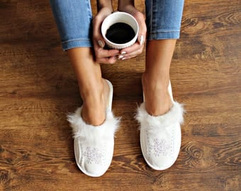 Women slippers Natural leather slippers Women shoes leather shoes wool woolen leather shoes Leather moccasins white slippers warm moccasin
