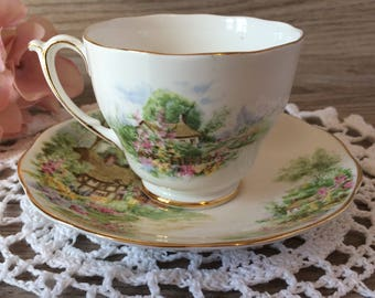 Vintage Roslyn Fine Bone China Tea Cup and Saucer made in England / ''Wayside'' Romantic English Cottage Country Scenery / Tea Party