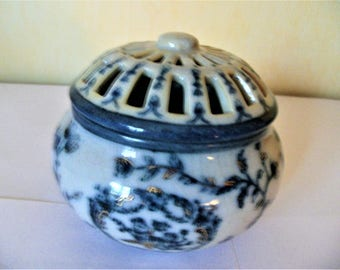Painted porcelain candy box or jewelry box
