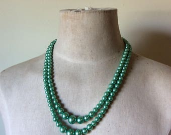 Vintage 1960's green faux pearl 2 strand necklace