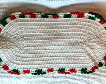 Vintage Crochet Oval Placemats   SET Of 4   White With Red And Green Trim