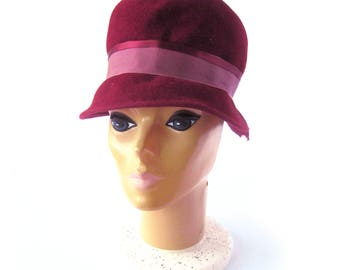 Vintage 1950s Women's Felted Wool Cloche Hat in Cranberry Red / Peachbloom Velour Felted Hat / Merrimac Hat / Red Hat / Fashion Hat / Medium