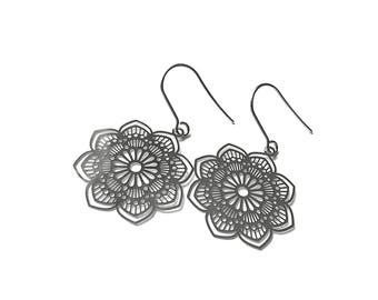 Silver flower dangle earrings - Nickel free stainless steel