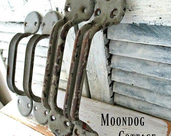 AWeSoMe ViNTaGe INDuSTRiaL DooR PuLLS/HaNDLeS!  CiRCa 1950's  RuSTiC, SHaBBY, DiSTReSSeD