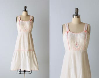 Vintage Sundress / 1980s Cotton Sleeveless  Dress Size S / White and Pink Sundress with Floral Embroidery