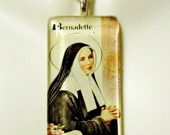 Saint Bernadette pendant with chain - GP01-105