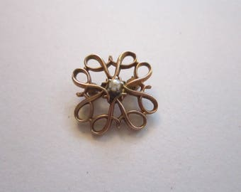 vintage 10K gold pin with pearl - Avon 10K gold pin with pearl center - 5/8 inch