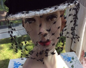 Vintage 1950s 1960s Hat Off White Cellophane Straw Ladies Boater Black Veiling Velvet Ribbon