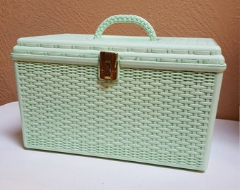 Plastic Sewing Basket in Mint Green by Wilson, Wil-hold made in USA - Oak Hill Vintage