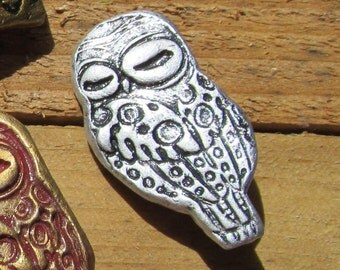 Pin Brooch Owl Impression Small Silver Color in Clay Scarf Sweater Shrug Lapel Pin
