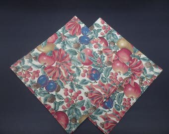 Fruit & Bows, Christmas Dinner Napkins, Holiday Napkins, Floral Napkins, Hostess Gifts, Newlywed Gifts, Set of 2