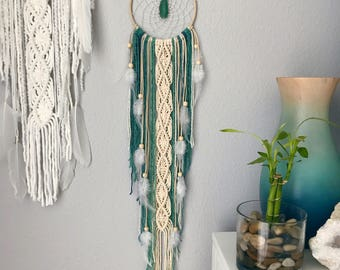 Turquoise Dream Catcher // Macrame Wall Hanging, Aqua Teal Blue Mint Green Yarn, Agate Slice, White Feathers, Boho Bedroom, Nursery Decor