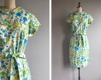 Vintage 1960s Sheath Dress / 60s McMullen Floral Print Cotton Pique Summer Dress with Peter Pan Collar
