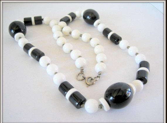 Black White Necklace - Plastic Bead -  Mod Retro