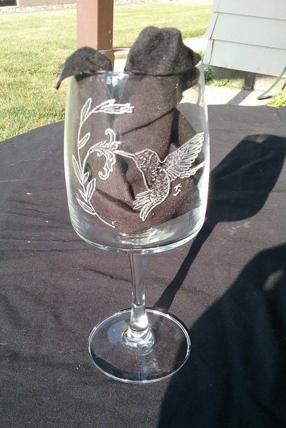 engraved hummingbird wine glass, engraved wine glass, hummingbird wine glass, hand engraved wine glass, hand etched glassware, barware