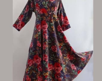 Mid long velvet dress with gray cotton with flowers, high waist and full skirt, long sleeves.