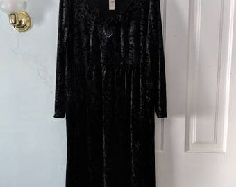 80s Black Crushed Velvet Long Dress with Beading & Flowers size Large/Extra large