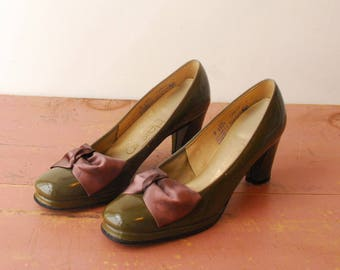 Green Patent Leather Pumps with Purple Satin Bows - 1980s - Size 8
