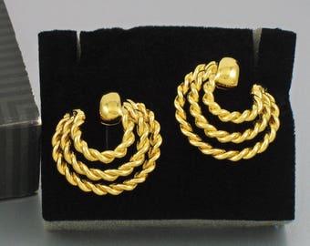 Vintage AVON 'Golden Braid' Goldtone Pierced Earrings (1992) w original box. Swirl Earrings. Vintage Avon Jewelry. Vintage Avon Earrings