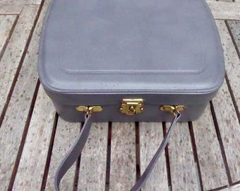 Vintage 1960s overnight vanity weekend case, grey with pink lining