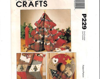 McCall's P229 Pattern for Christmas Accessories & Decor, From 1995, Tree Centerpiece, Stockings, FACTORY FOLDED, UNCUT, Vintage Pattern