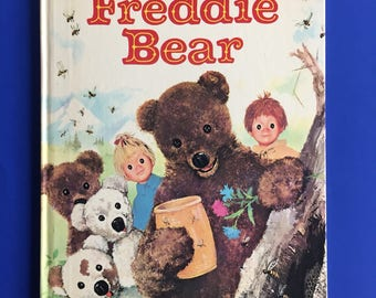 1967 Freddie Bear by Claude Laydu, Illustrated by Paul Durand- A Big Golden Book - Nounours Chez les Abeilles