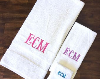 MONOGRAMED Bath Towel Set of 3 Hand Towel Bath Towel Washcloth New Baby Kids Bathroom Bath Decor