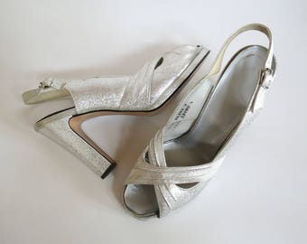 Silver Platform Sandals 70s Heels Open Toe Criss Cross Size 8.5 Metallic Sparkle Shoes 1970s Disco Slingbacks