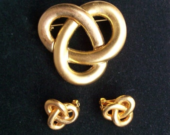Matte Gold CELTIC KNOT Brooch & Earrings Set Clip On Love Knot Eternity Trinity Brushed Goldtone Vintage