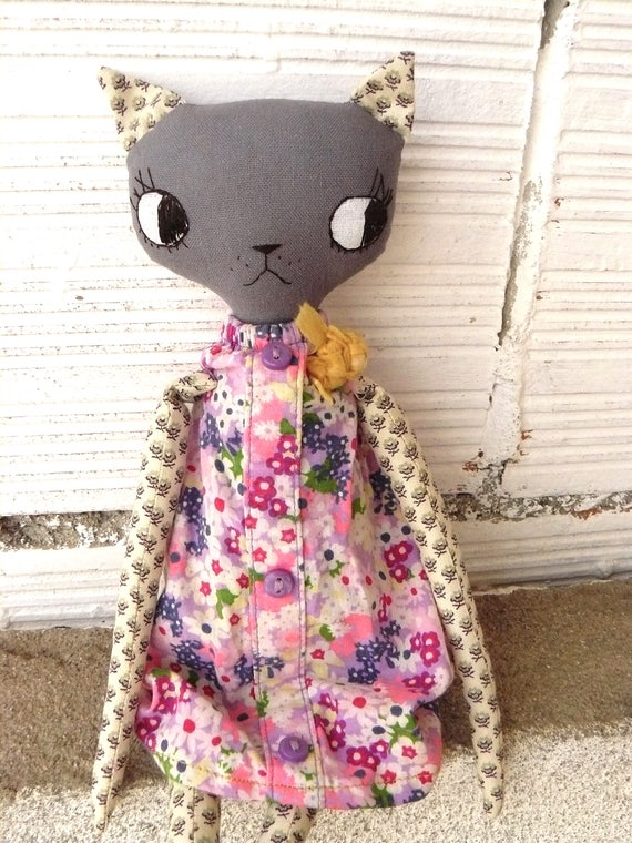 Cat doll in cotton and linen canvas. 32 cm