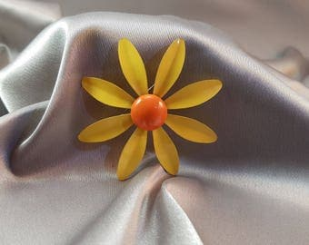 Vintage Large Daisy Sunflower Pin Brooch//Yellow and Orange// Metal//Enamel//Hippie//Flower Power//Summer Jewelry//1960s//Flower//Floral//