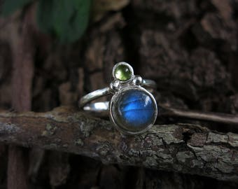 Size 9 Labradorite and Peridot Sterling Silver Ring