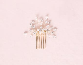 READY TO SHIP Gold Delicate Pearl & Crystal Hair Comb, Wedding Hair Accessories, Hair Comb, Hair Accessories, Gold Pearl Comb, Bridal Comb