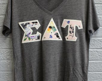 Sigma Delta Tau Charcoal Bella Flowy V-Neck With Floral Fabric on Glitter White (75d)