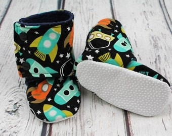 stay on baby booties - baby shoes - baby boots - infant shoes - rockets fleece baby booties - 12 -18 month baby shoes - baby shower gift