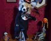 Panda roux en peluche, Ming l'équilibriste, modèle unique.