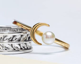 Trendy Dainty 14K Yellow Gold 4 MM White Cultured Freshwater Pearl and Crescent Moon Ring