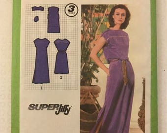 Simplicity 9033 - 1970s Pullover Dress in Two Length with Yoke Front, Kimon Sleeves and Deep Slits - Size 12 Bust 34