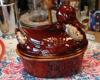 Vintage Hull Pottery Duck Roaster Casserole Dish!