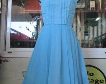Vestito anni 60 celeste/Gonna a pieghe/Tg 40-42/60s tailored light blue dress/Stitched pences on bust/Pleated skirt/Fully lined/Size 6-8 US