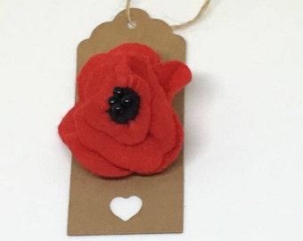Poppy brooch, red flower pin, poppy pin, Remembrance Day gift, Veteran's day gift, teacher gift, wedding accessory, felt poppy brooch