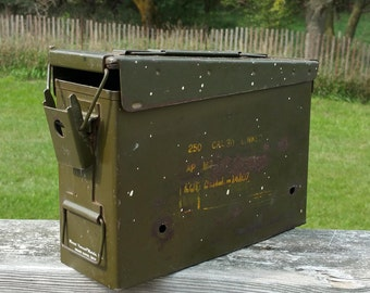 Military Ammunition Metal Box, Army Green Ammo Container 250 Calibur 30 Linked