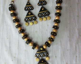 Terracotta Necklace set in gold and black