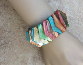Vintage Dyed Multi-Colored Shell Stretch Bracelet, Real Genuine Shell Pieces, Fashion Jewelry