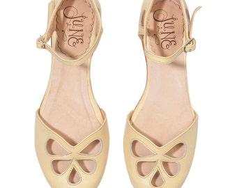 Lemon Pie - Leather flat sandal in yellow. Wedding shoe. Vintage mary jane style. Handmade in Argentina