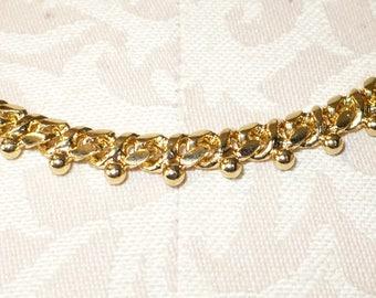 Vintage Monet 18 inch gold-tone necklace.