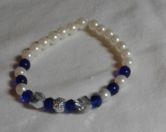 Blue and Pearl stretchy bracelet